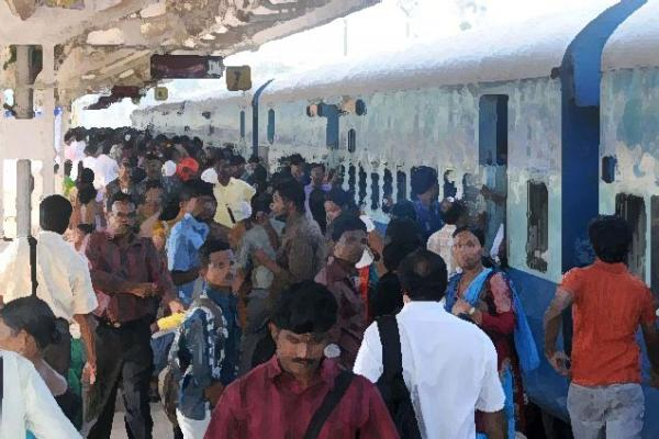 Rush_in_trains_16775f.jpg