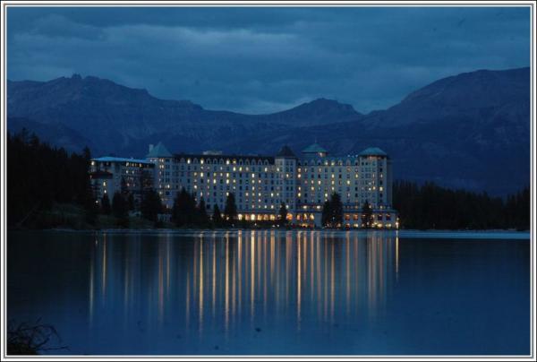 lake louise hotel.jpg