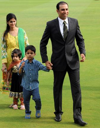 VVS-Laxman-with-wife-and-children-before-a-press-conference-to-announce-his-retirement-from-international-cricket-at-the-Rajiv-Gandhi-International-cricket-stadium-in-Hyderabad.jpg