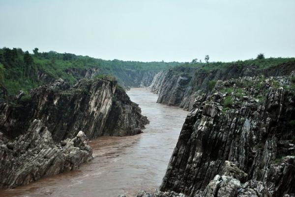 15Dhuandhar_falls3.JPG