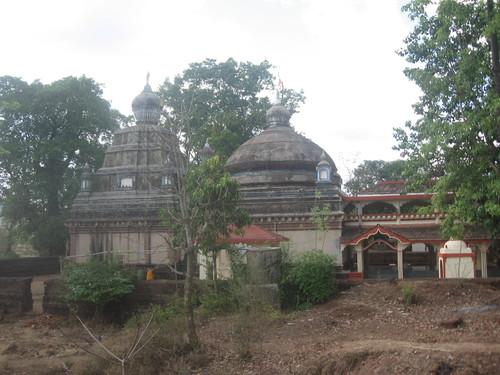 Shri. Amnayeshwar Temple, Burbad-Makhjan.jpg
