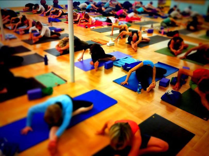 Yoga-Community-Group-Class.jpg