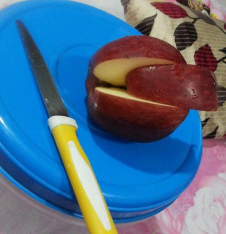 02 apple.jpg