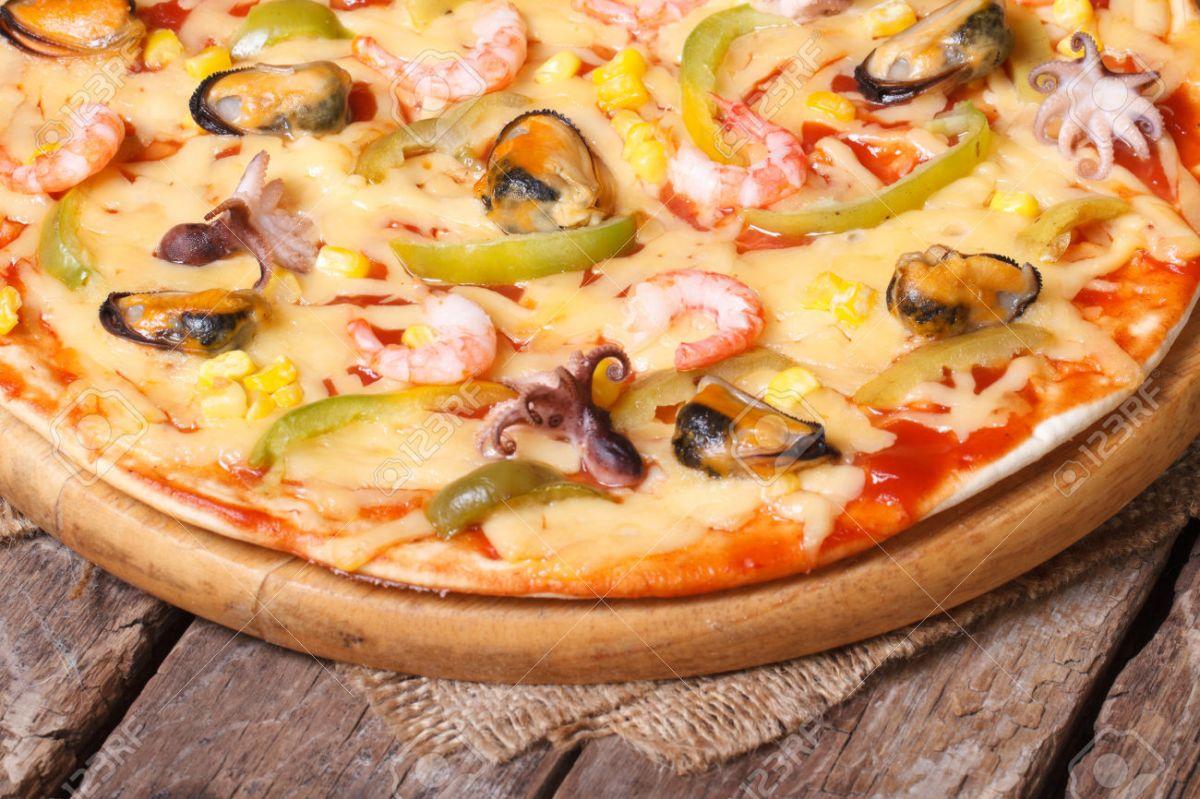 seafood pizza 1.jpg