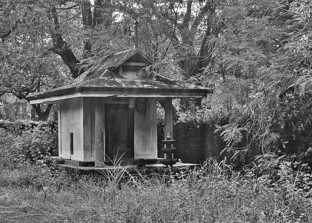 Temple BW.jpg