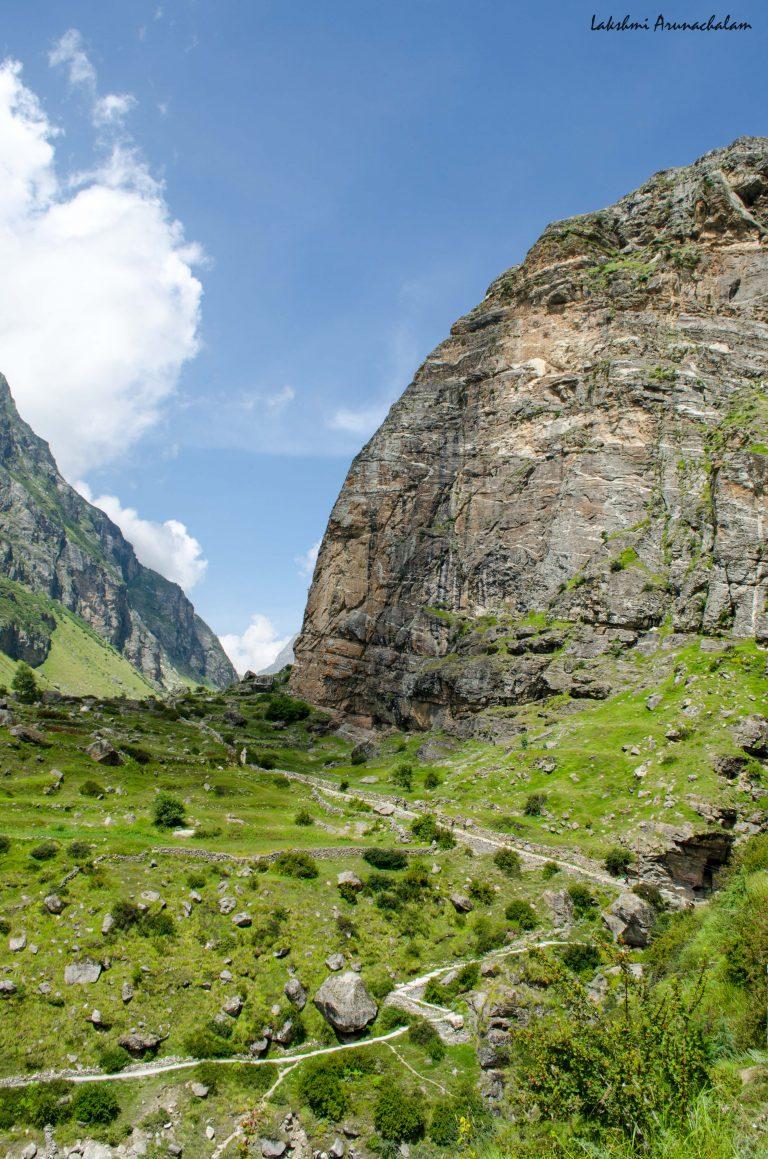 treck route to vasudhara falls.jpg