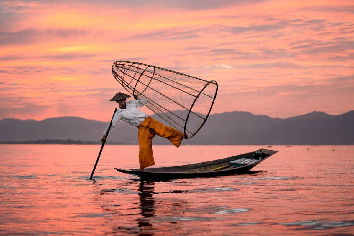 Inle-Lake-Fisherman-Myanmar-Pose-Photo-Workshop-3.jpg