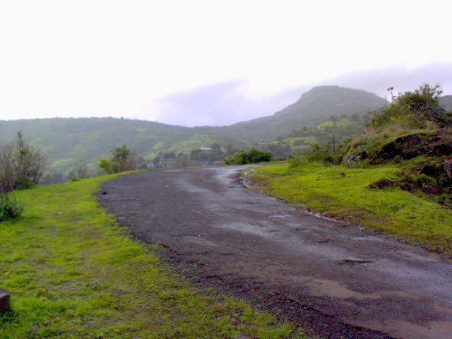 Odd_Vaat_-_Near_Pawana_Dam_Kamshet.jpg