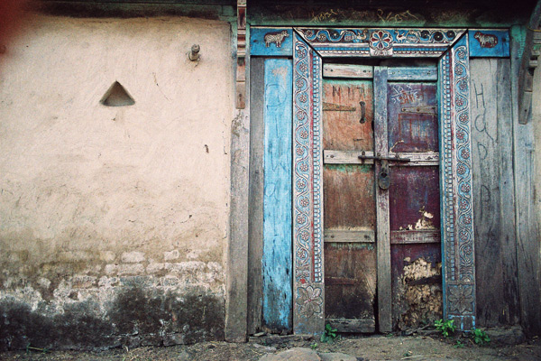 A-door-at-Bari-village.jpg